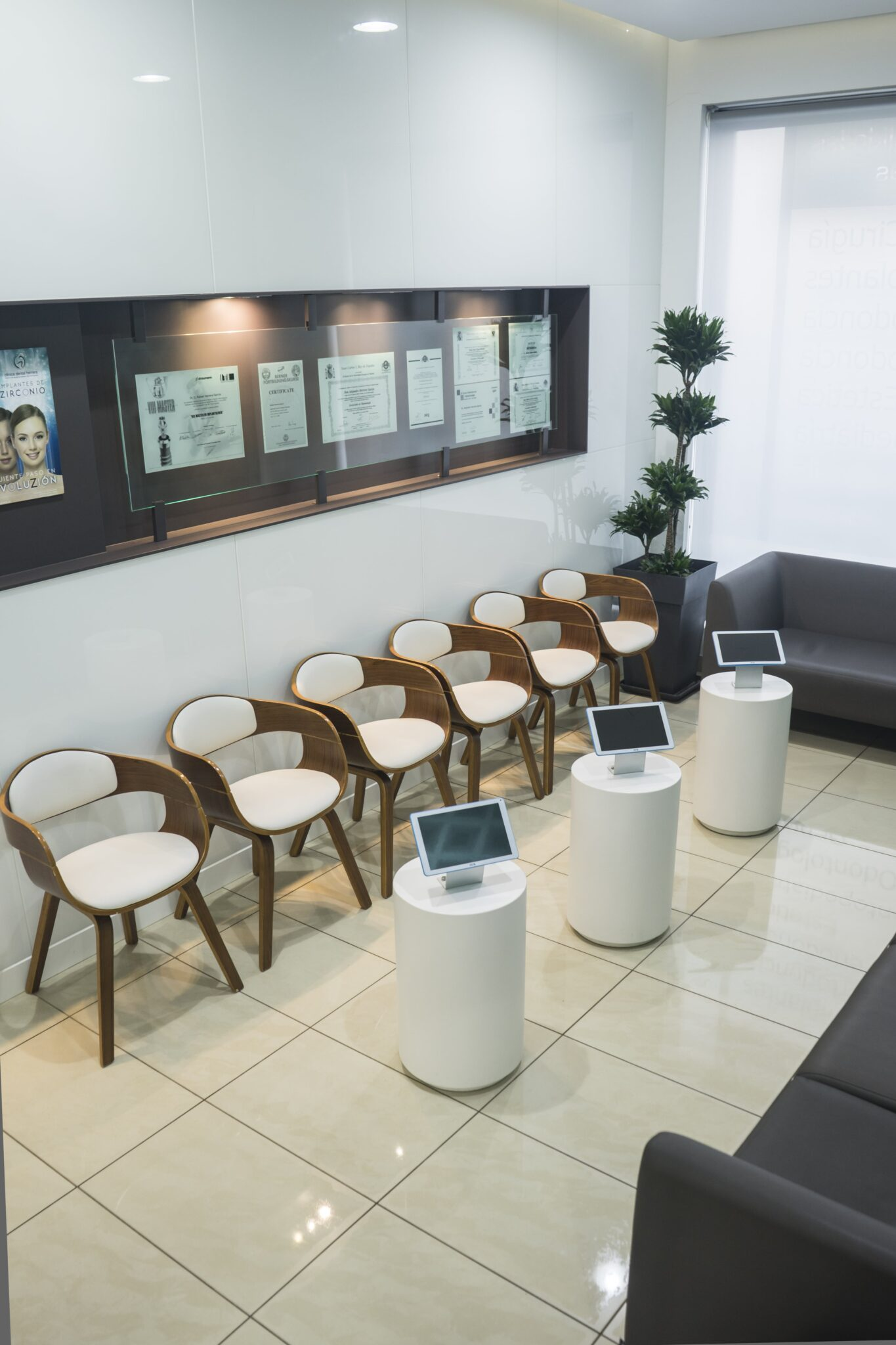 sala-espera-clinica-dental-herrera