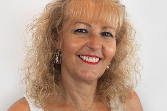 Dolores Martín Castillo. Invisalign y Carillas Dentales