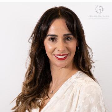 María Molina, Ortodoncia, implantes y carillas dentales