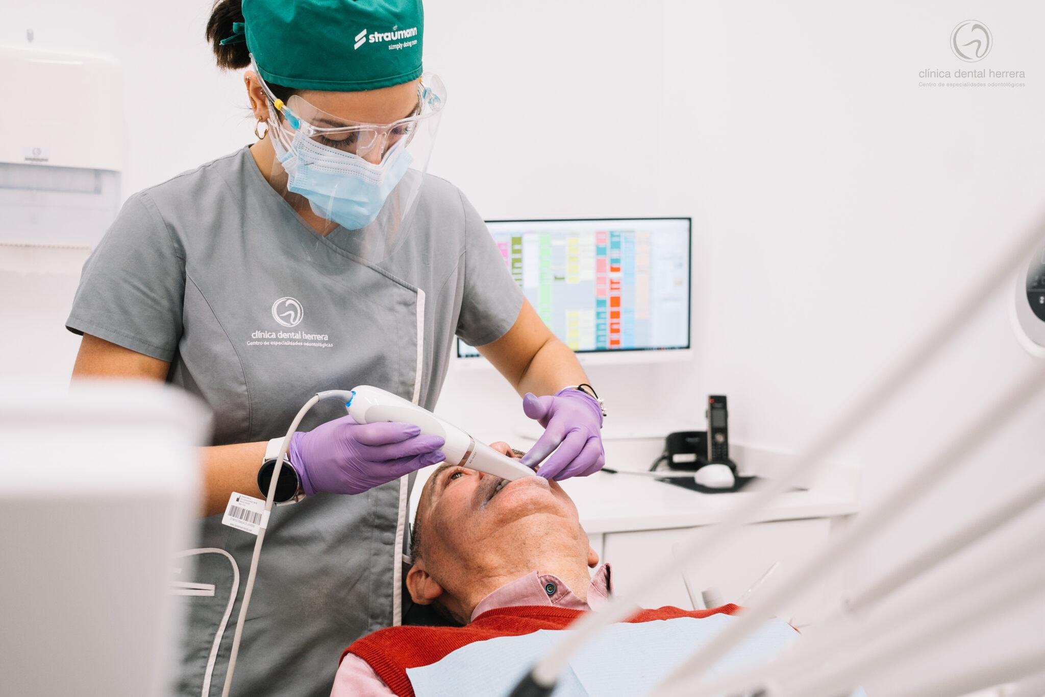 Clínica Dental Herrera perfecciona las impresiones digitales con la dotación de nuevos-escáneres-intraorales